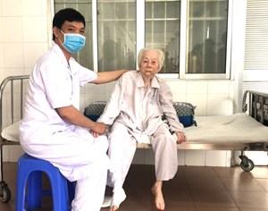 Cần Thơ: Thay khớp háng thành công cho cụ bà 103 tuổi bị gãy xương đùi