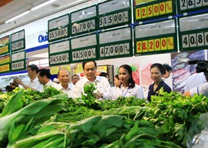 Đẩy mạnh thực hiện Cuộc vận động 'Người Việt Nam ưu tiên dùng hàng Việt Nam', góp phần phục hồi, phát triển kinh tế - xã hội