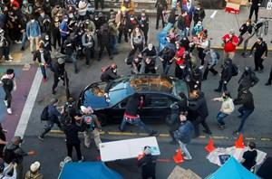 [VIDEO] Lao xe, nổ súng vào đám đông biểu tình ở Mỹ