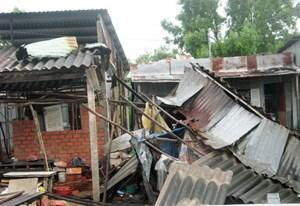Ninh Thuận: 89 nhà dân bị sập và tốc mái do mưa gió lốc