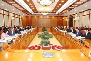 Bộ Chính trị: Sau dịch, chưa điều chỉnh mức lương cơ sở