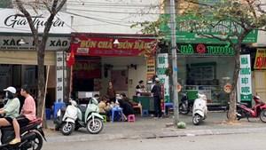 Hà Nội: Chưa 'nới' quy định phòng dịch Covid-19, một số quán đường phố đã 'bung lụa'