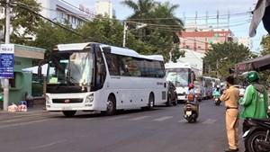 Đưa hơn 300 người từ Bệnh viện Đà Nẵng đến nơi cách ly