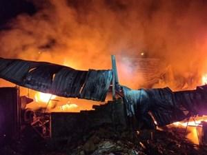 Gia Lai: Hỏa hoạn thiêu rụi nhà kho bao bì, thiệt hại hàng tỷ đồng