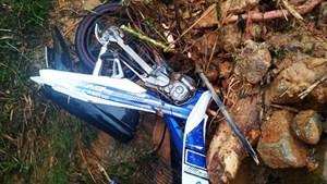 Gỡ rào chắn đi vào vùng nguy hiểm, 2 thanh niên bị vùi suýt chết