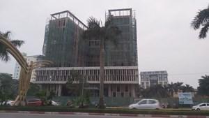 Vụ rơi thang máy công trình Sở Tài chính Nghệ An: Đã có 3 công nhân tử vong