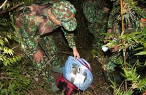 Vứt 30 bánh heroin giữa mưa lớn để thoát thân
