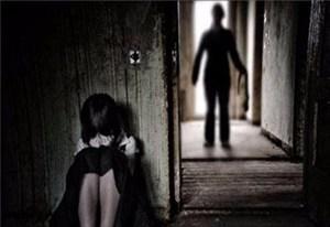 Khới tố 2 đối tượng hiếm dâm bé gái 12 tuổi
