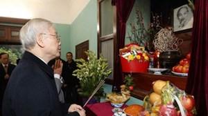 Tổng Bí thư Nguyễn Phú Trọng dâng hương tưởng niệm Chủ tịch Hồ Chí Minh