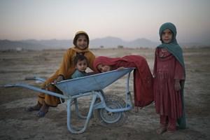 Cuộc sống người dân Afghanistan thay đổi ra sao dưới 'bầu trời' Taliban?