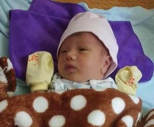 3 giờ sáng, phát hiện bé sơ sinh bị bỏ rơi dọc Quốc lộ 1A