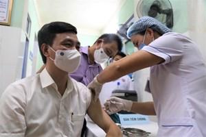 Người đầu tiên ở Quảng Bình tiêm vaccine phòng, chống Covid-19