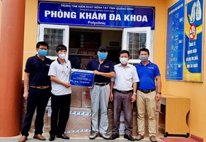 Hỗ trợ tỉnh Quảng Bình một vạn bộ kit test nhanh Covid-19