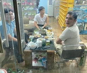 Tụ tập ăn nhậu, 3 thanh niên bị đề nghị xử phạt 45 triệu đồng