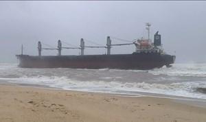 Quảng Bình: Lên phương án cứu hộ tàu hàng 28.000 tấn bị mắc cạn