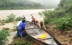 Quảng Bình: 2 người mất tích do nước lũ cuốn trôi khi qua suối