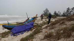 Dân Quảng Bình tất bật 'chạy đua' với bão 13
