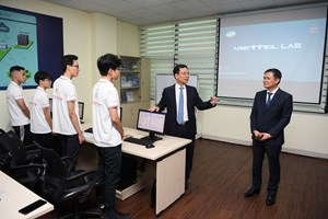Viettel tài trợ phòng Lab mạng di động 4G. thúc đẩy hoạt động nghiên cứu tại trường đại học