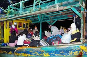 Cà Mau: Cách ly 34 người nhập cảnh trái phép lúc nửa đêm