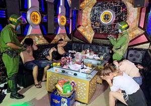 An Giang: Kiểm tra quán karaoke, phát hiện nhiều đối tượng dương tính với ma túy
