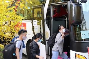 Gần 4.000 vé xe miễn phí tặng sinh viên, người lao động nghèo về quê đón Tết