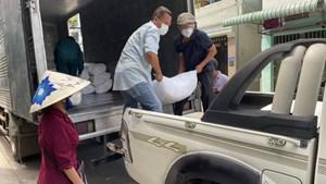TP.Hồ Chí Minh: Doanh nghiệp  ủng hộ hàng thiết yếu cho bộ đội và người dân