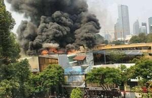TPHCM sơ tán hàng trăm học sinh vì đám cháy ở trung tâm Quận 1