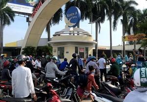 Người dân TP Hồ Chí Minh tiếp tục đổ xô tới bệnh viện test nhanh Covid-19