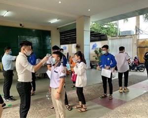 Học sinh, sinh viên ở TP HCM đồng loạt trở lại trường