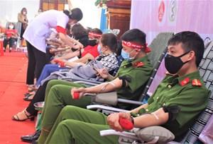 Đắk Lắk: Nguy cơ thiếu máu chống dịch Covid-19, hàng ngàn người dân tình nguyện hiến máu