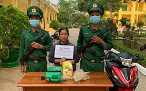 Kon Tum: Bắt giữ người phụ nữ vận chuyển 1 kg ma túy