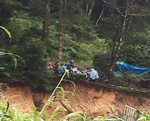 Bốn du khách bất ngờ bị nước lũ cuốn trôi ở Lâm Đồng