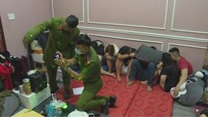 Bắt quả tang nhóm nam thanh nữ tú tổ chức sinh nhật bằng ma túy