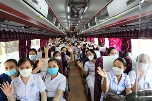 152 cán bộ y tế Hà Tĩnh hỗ trợ Nghệ An chống dịch