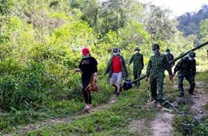 Bắt 2 lao động từ Lào 'cắt rừng' về Việt Nam để trốn cách ly