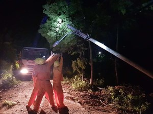Thừa Thiên – Huế: Dông lốc nhiều nơi mất điện