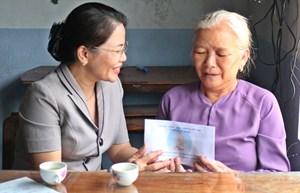 Bình Định: Mặt trận tỉnh thăm và tặng quà các gia đình chính sách năm 2021