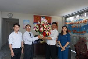 Lãnh đạo tỉnh Khánh Hòa chúc mừng Văn phòng Báo Đại Đoàn Kết tại Nha Trang