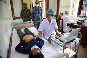 Khánh Hòa: Cấp cứu ngư dân bị xuất huyết tiêu hóa trên biển