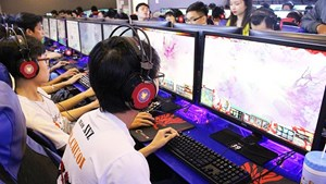 Cha mẹ đau đầu vì con thành game thủ khi học online