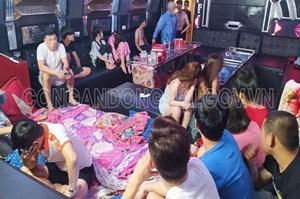 Giữa mùa Covid-19, hàng chục thanh niên 'bay lắc' trong quán karaoke tại Biên Hòa
