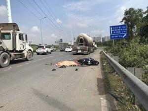 Xe chở bê tông va chạm với xe máy, làm một người tử vong