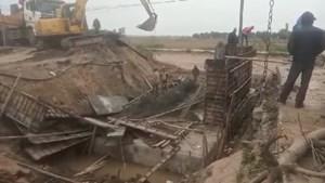 Nam Định: Cầu đổ sập khi đang thi công
