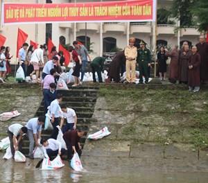 Thái Bình: Thả 8.000 con cá giống ra sông, kêu gọi bảo vệ nguồn lợi thủy sản