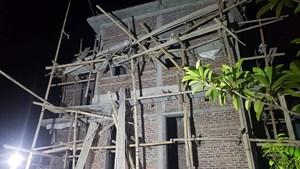 Thái Bình: Sập mái nhà, 4 thợ lợp ngói thương vong