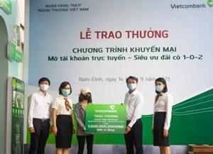 Nam Định: Cô gái ngỡ ngàng khi trúng thưởng 1 tỷ đồng