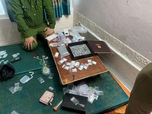 Thái Bình: Bắt giữ đối tượng buôn ma túy sở hữu súng quân dụng