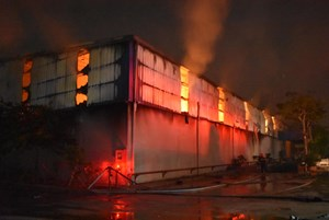 Thái Bình: Cháy kho chứa 600 tấn bông, thiệt hại khoảng 20 tỷ đồng