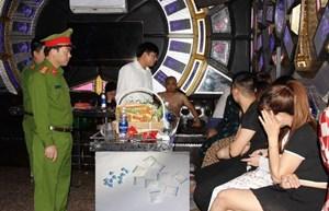 Hà Nam: Nhóm thanh niên 'mở tiệc' ma túy trong quán karaoke vừa bị bắt giữ là ai?