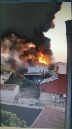 Nam Định: Cháy xưởng gỗ do chập điện, khói lửa ngùn ngụt